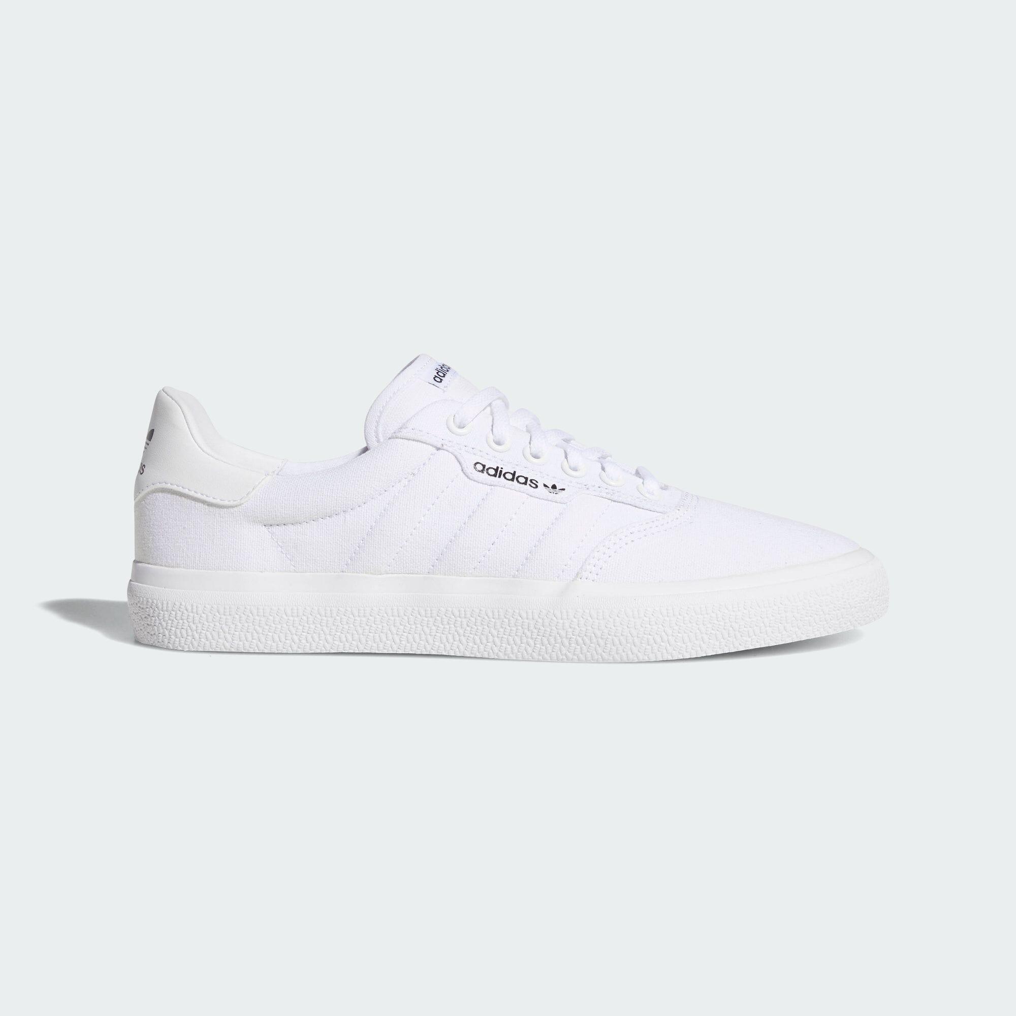 https://shop.adidas.jp/products/B22705/