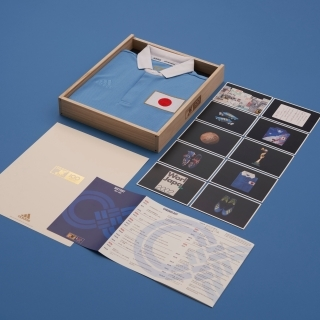 サッカー日本代表100周年アニバーサリーユニフォーム (パッケージ付)