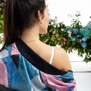 アディダス スポーツウェア Nini Sum グラフィック ボンバージャケット / adidas Sportswear Nini Sum Graphic Bomber Jacket